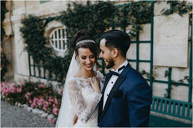 Brautpaar lachend romantisch